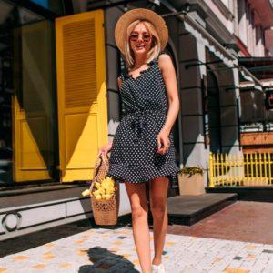 Купить дешево женское летнее платье из софта в горошек черного цвета недорого