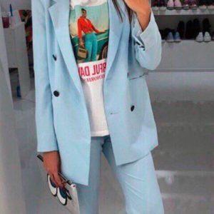 Заказать в подарок женский пиджак на подкладке свободного кроя с брюками голубого цвета недорого