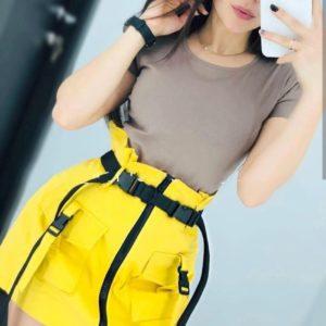 Купить в интернет-магазине женскую юбку с высокой талией с карабинами желтого цвета недорого