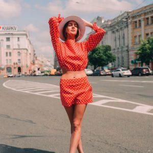 Приобрести дешево женский костюм летний в горох из коттона с шортами красного цвета оптом Украина
