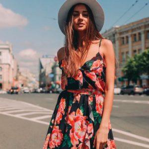 Заказать в подарок шифоновое женское платье недорого на бретельках