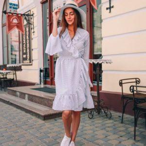 Купить дешево женское платье в горох с клёш рукавами из ткани креп-шифон белого цвета недорого