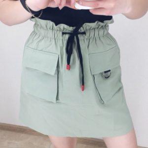 Заказать недорого женскую юбку из коттона с карманами и поясом зеленого цвета в подарок