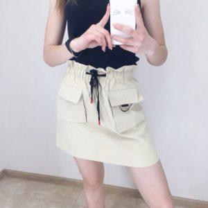 Купить в интернет-магазине юбку женскую бежевого цвета с карманами и поясом из коттона дешево