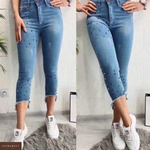 Приобрести в подарок джинсы женские стрейч длина 7/8 рваный низ бусинками украшены светло-голубого цвета больших размеров оптом Украина
