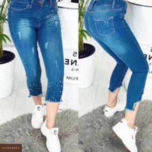 Купить дешево женские джинсы стрейч длина 7/8 рваный низ украшены бусинками голубого цвета больших размеров недорого