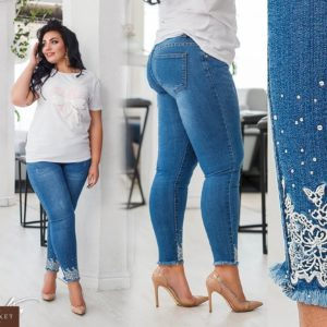 Заказать недорого женские джинсы с вышивкой стрейч и стразами по низу голубого цвета больших размеров в подарок
