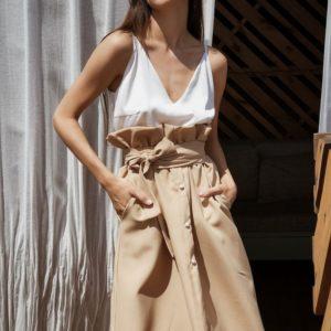 Купить в интернет-магазине женскую с карманами габардиновую юбку бежевого цвета больших размеров недорого