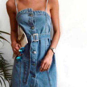 Заказать недорого женский джинсовый сарафан с карманами и поясом, на пуговицах голубого цвета в подарок
