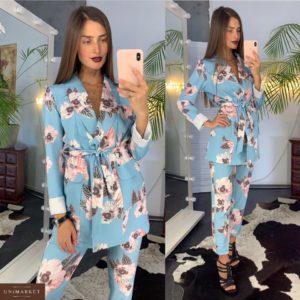 Заказать недорого женский костюм с брюками из костюмки софт с цветочным принтом голубой+цветы в подарок