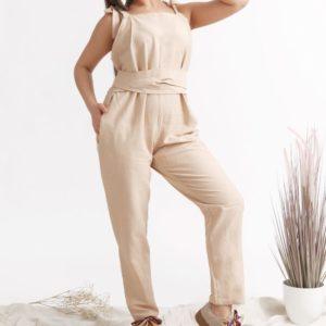 Купить дешево женский комбинезон из льна с поясом и завязывающимися бретельками больших размеров бежевого цвета недорого