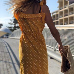 Приобрести в интернет-магазине женское миди - платье в горошек на бретельках цвета горчицы дешево