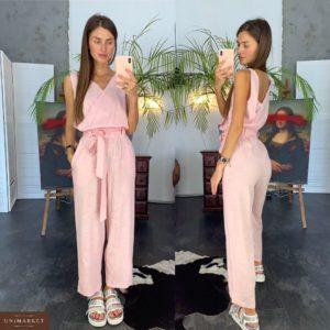Заказать оптом летний женский комбинезон с поясом из льна розового цвета дешево