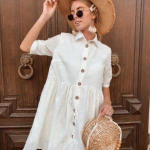 Заказать недорого женское свободное платье из прошвы на пуговицах белого цвета в подарок