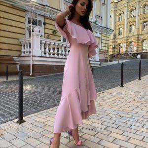 Заказать недорого женское платье миди с открытыми плечами и оборками розового цвета в подарок