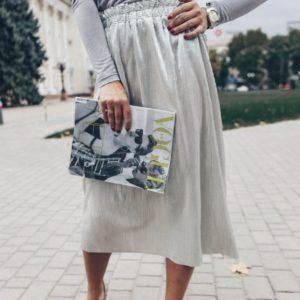 Заказать недорого женскую плиссированную юбку на резинке из вискозы цвета металлик в подарок