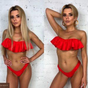 Купить в интернет-магазине женский купальник с чашками и оборками на груди красного цвета недорого