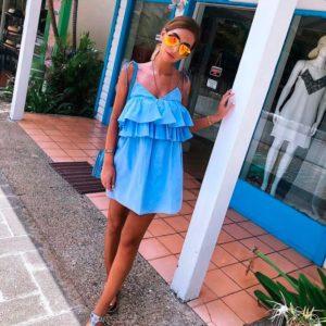 Заказать недорого женский сарафан на бретелях с рюшами из котона голубого цвета в подарок