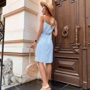 Купить дешево женский в полоску сарафан из софта на запах цвета голубого в подарок