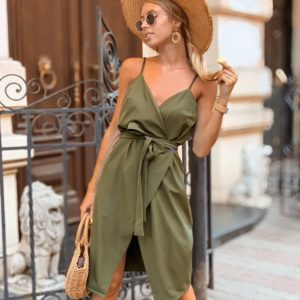 Приобрести в интернет-магазине женское двубортное с поясом платье на пуговицах цвета хаки дешево