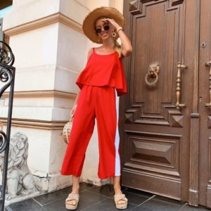 Купить в интернет-магазине женский комбинезон с кюлотами летний из софта красный с белым лампасом недорого