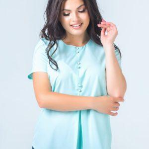 Приобрести женскую блузку из софта пуговицами декорирована цвет ментоловый больших размеров оптом Украина