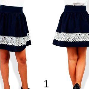 Заказать в подарок детскую школьную юбку отделанную белым турецким кружевом с подкладкой синего цвета дешево