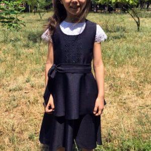 Приобрести недорого детский школьный сарафан с баской и кружевом турецким синего цвета оптом Украина