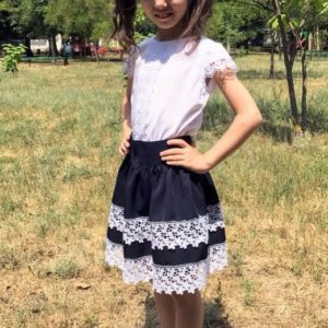 Заказать в подарок детскую юбку на резинке школьную с кружевом турецким и подкладкой цвета синего дешево