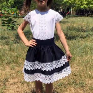 Приобрести недорого юбку детскую школьную на резинке с турецким кружевом и подкладкой синего цвета оптом Украина