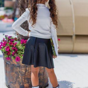 Заказать в подарок школьную юбку детскую из кожи-эко для девочек цвета черного дешево
