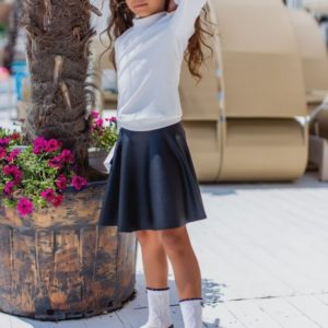 Приобрести недорого юбку школьную детскую из эко-кожи для девочек черного цвета дешево