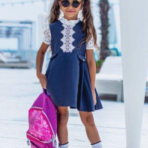 Приобрести недорого детский сарафан школьный с белоснежным рисунком сверху для девочек синего цвета дешево