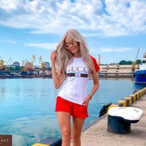 Заказать недорого женский трикотажный костюм Гуччи с шортами красного цвета в подарок