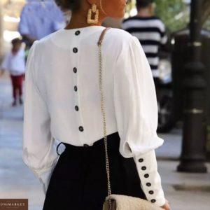 Заказать недорого женскую рубашку из хлопка с пуговицами на рукавах и на спине белого цвета в подарок