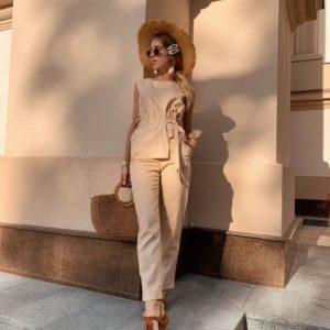 Заказать дешево льняной женский костюм с поясом: брюки + топ цвета бежевого недорого