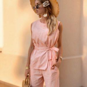 Купить недорого женский льняной костюм: топ + брюки с поясом цвета розового в подарок