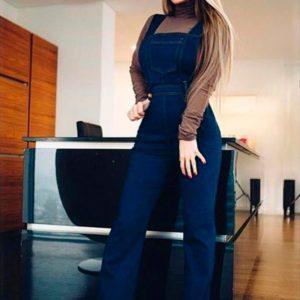 Приобрести в интернет-магазине комбинезон женский из джинса плотного с карманами цвета синего дешево