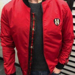 Приобрести в подарок мужскую в стиле Gucci куртку из плащёвки канада красного цвета размеров больших оптом Украина