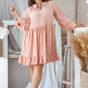 Купить оптом женское платье из софта свободного кроя цвета пудры батал в подарок