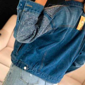 Заказать в подарок женскую со стразами джинсовую куртку оптом Украина
