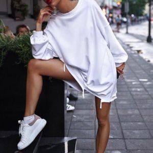 Заказать в интернет-магазине женский свитшот оверсайз (oversize) с рваным низом цвета белого дешево
