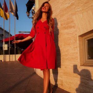 Заказать оптом женское платье на запах и карманами с пуговицами цвета красного дешево