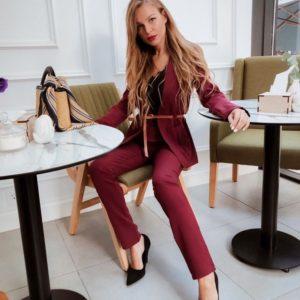 Приобрести дешево женский пиджак костюм: с поясом + карманы с брюками цвета марсала оптом Украина