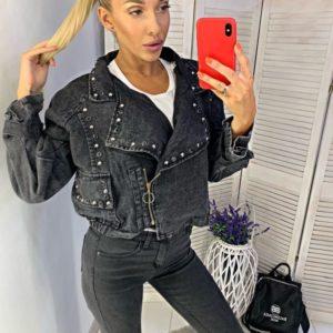Заказать в подарок женскую джинсовую куртку оверсайз с заклепками цвета черного оптом Украина
