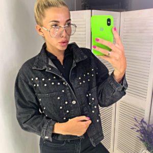Приобрести дешево женскую куртку джинсовую с карманами и бусинками цвета черного недорого