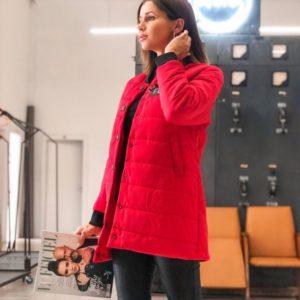 Приобрести в интернет-магазине женскую на осень куртку на кнопках из плащевки канада цвета красного дешево
