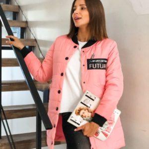 Заказать в подарок женскую куртку на осень на кнопках из плащевки канада цвета розового оптом Украина