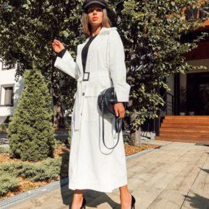Заказать в подарок женский длинный плащ на сатиновой подкладке с поясом и карманами цвета белого оптом Украина