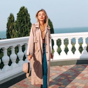 Купить недорого женский длинный плащ на подкладке сатиновой с поясом и карманами цвета розового в подарок